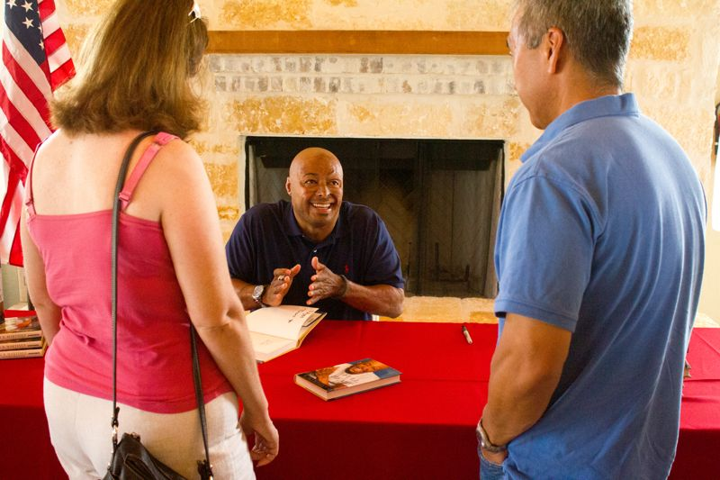 """J.R. Martinez autographing """"Full of Heart"""""""