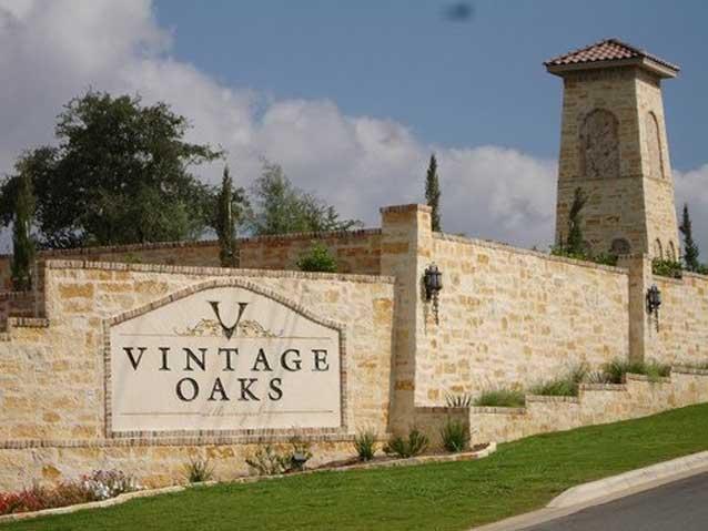Vintage Oaks Sign