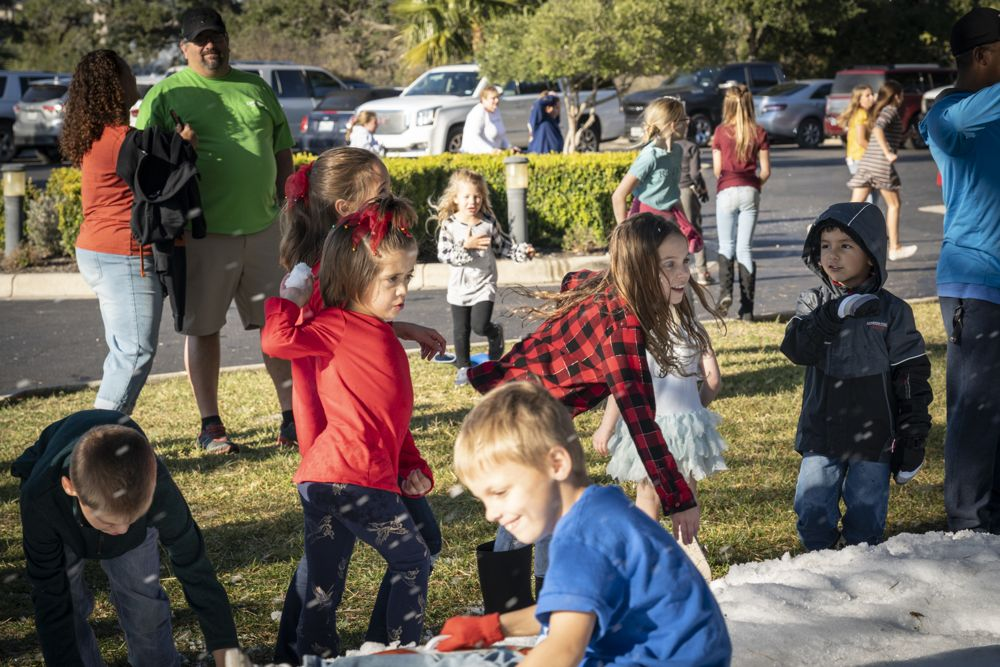 2019 Holiday Sledding Party at Vintage Oaks New Braunfels Texas (163)