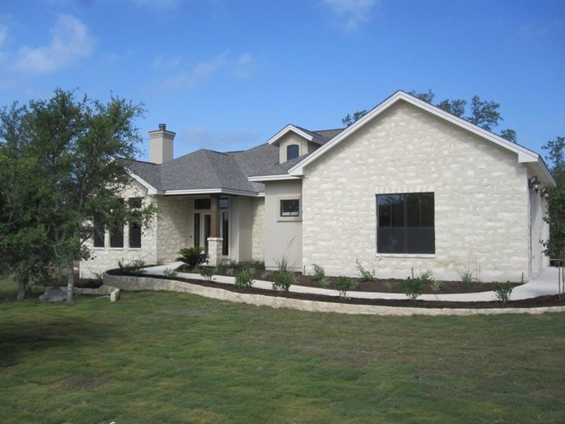Hill Country estates in New Braunfels at Vintage Oaks