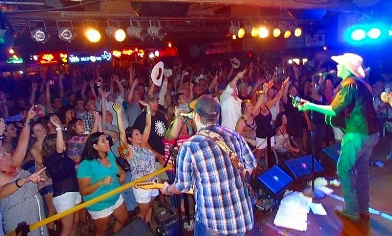 http://keanradio.com/26th-annual-gruene-music-and-wine-festival-in-new-braunfels-has-clint-black-pat-green-and-more/