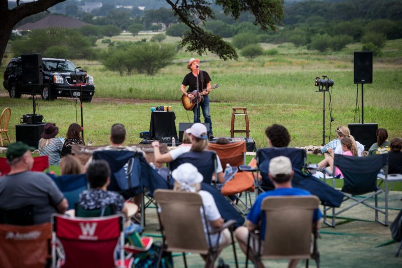 Jack Ingram plays at Vintage Oaks